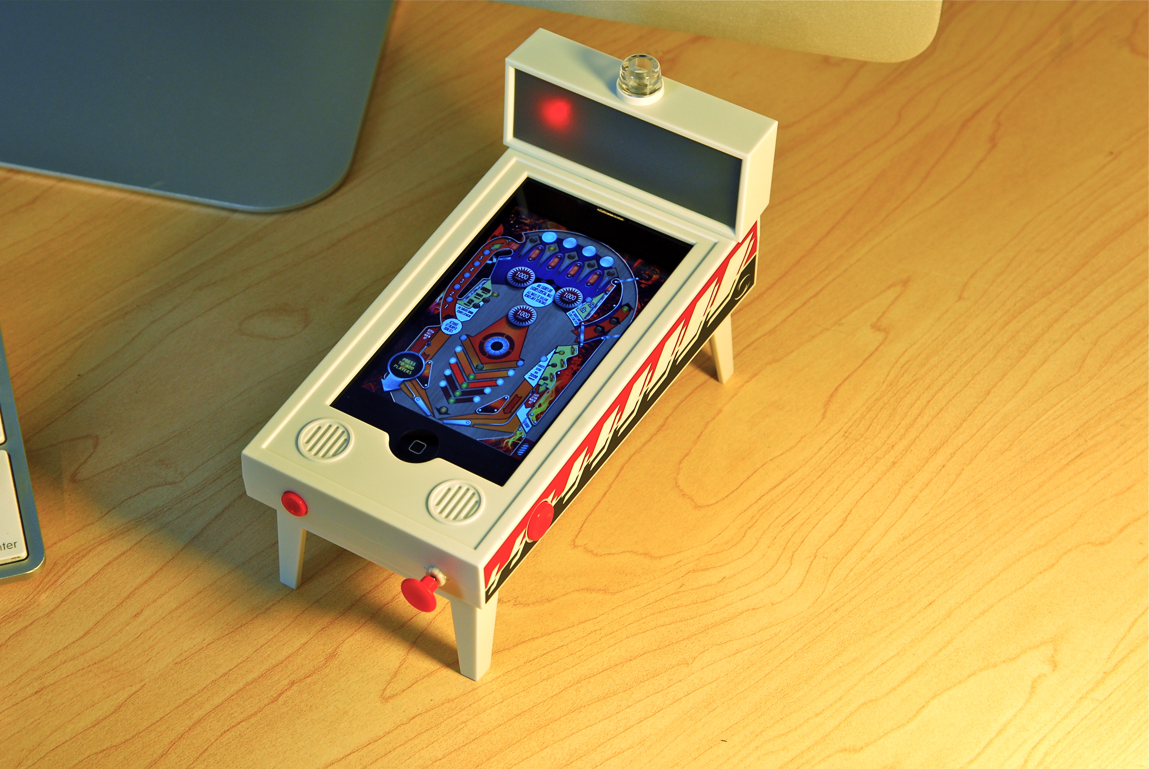 IPHONE - PINBALL IN ACTION